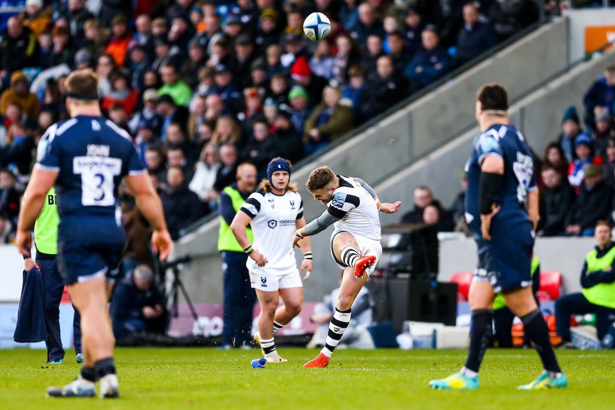 cbb8e695e18 Ian Madigan kicks a first-half penalty (JMPUK).